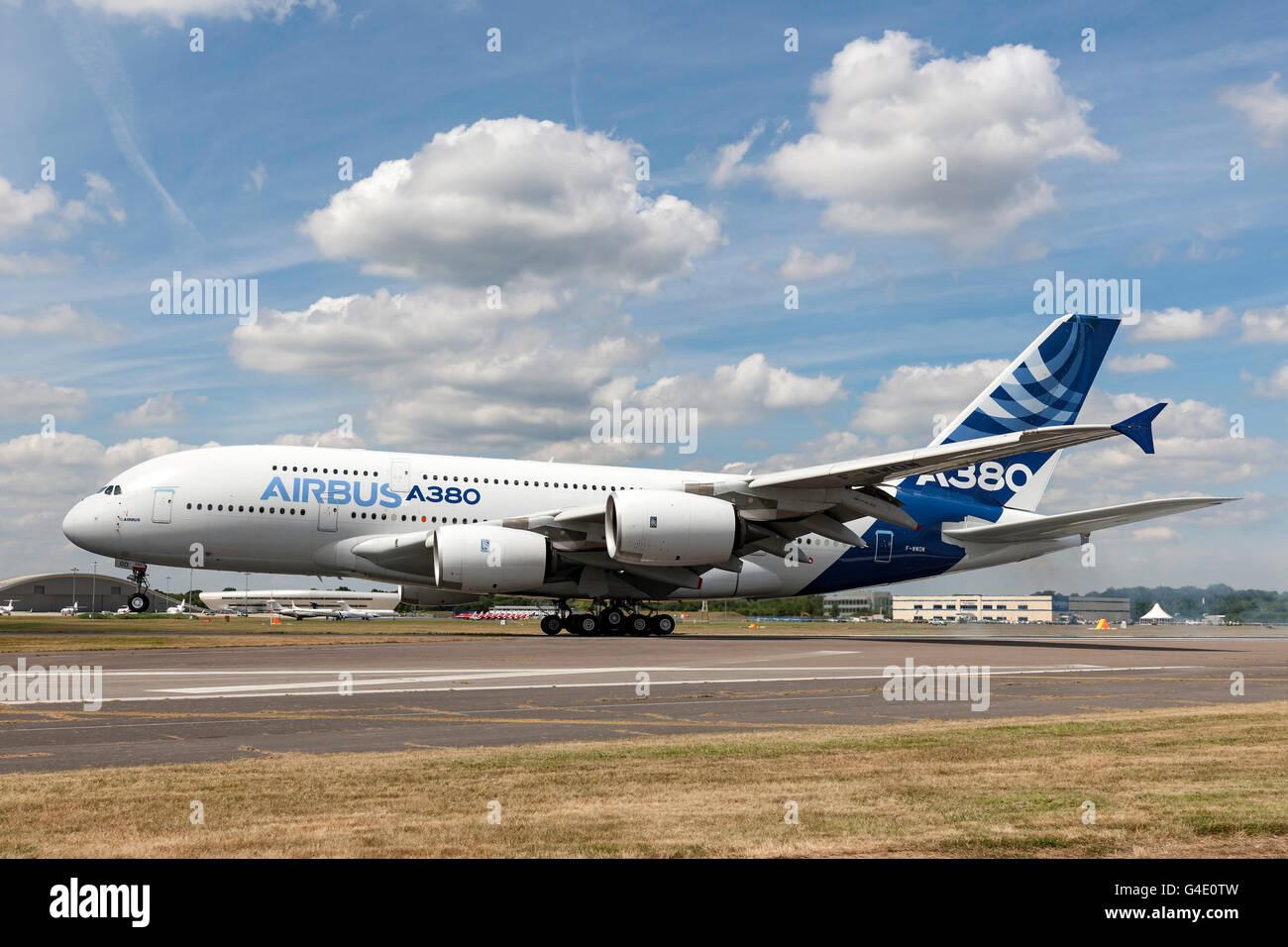 Airbus A380-841 F-WWOW displaying at the Farnborough International Airshow - Stock Image