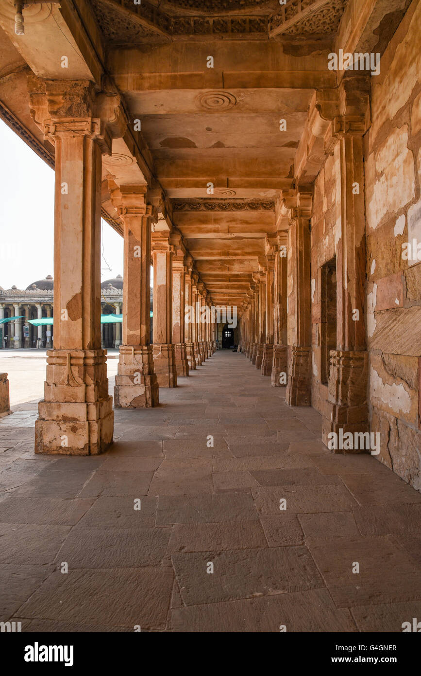 The walkway courtyard of Sarkhej Roza in Ahmedabad, India - Stock Image