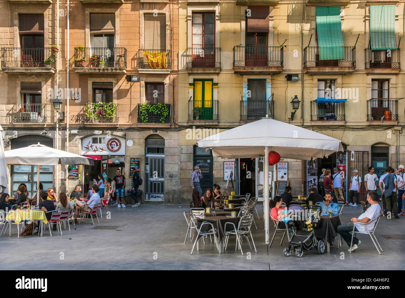 Outdoor cafe in Raval neighborhood, Barcelona, Catalonia, Spain - Stock Image