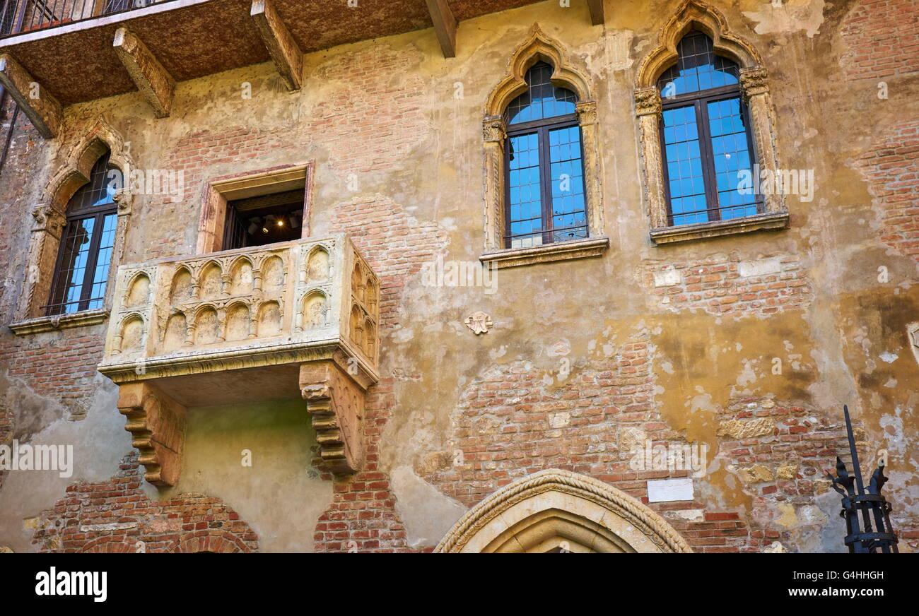 Romeo and Juliet balcony, Casa di Giulietta, Verona old town, Veneto region, Italy - Stock Image
