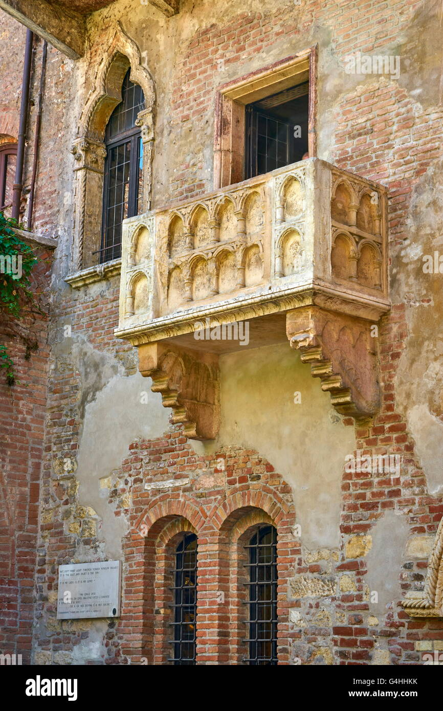 Romeo and Juliet balcony, Verona old town, Veneto region, Italy - Stock Image