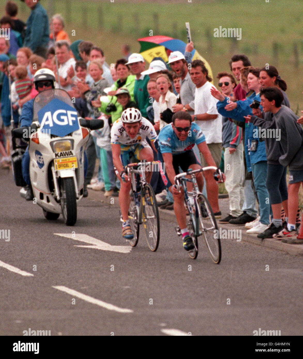 Britains Chris Boardman (left) chases Enrico Zaina from