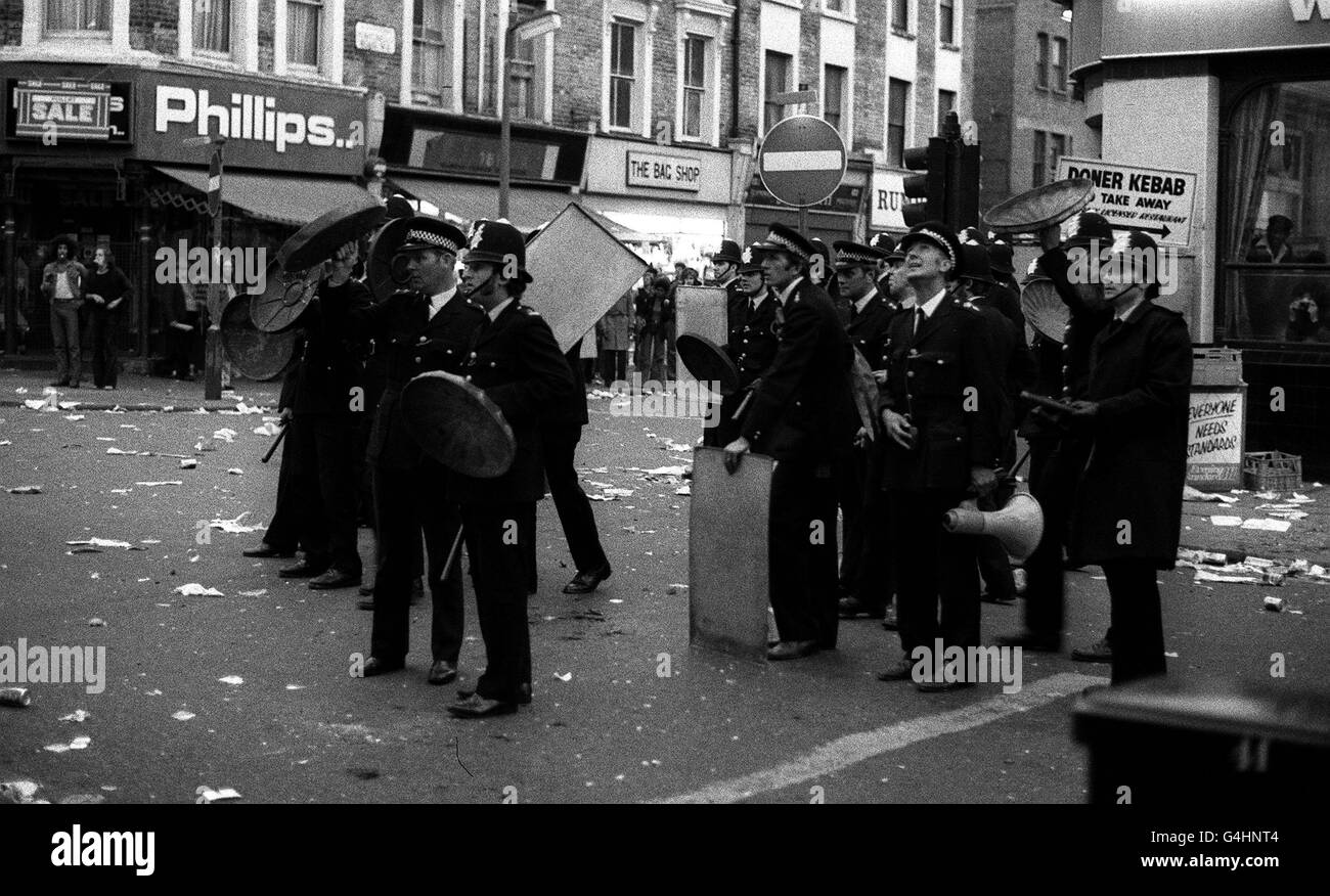 POLICE/NOTTING HILL CARNIVAL - Stock Image