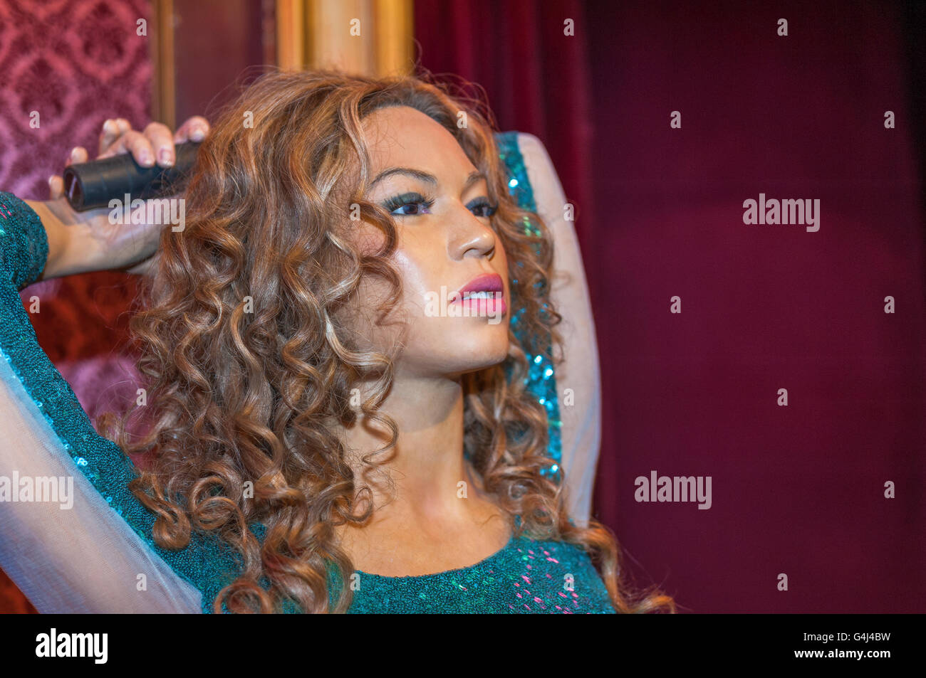 shakira isabel mebarak ripoll wax figure stock photo: 106119437 - alamy