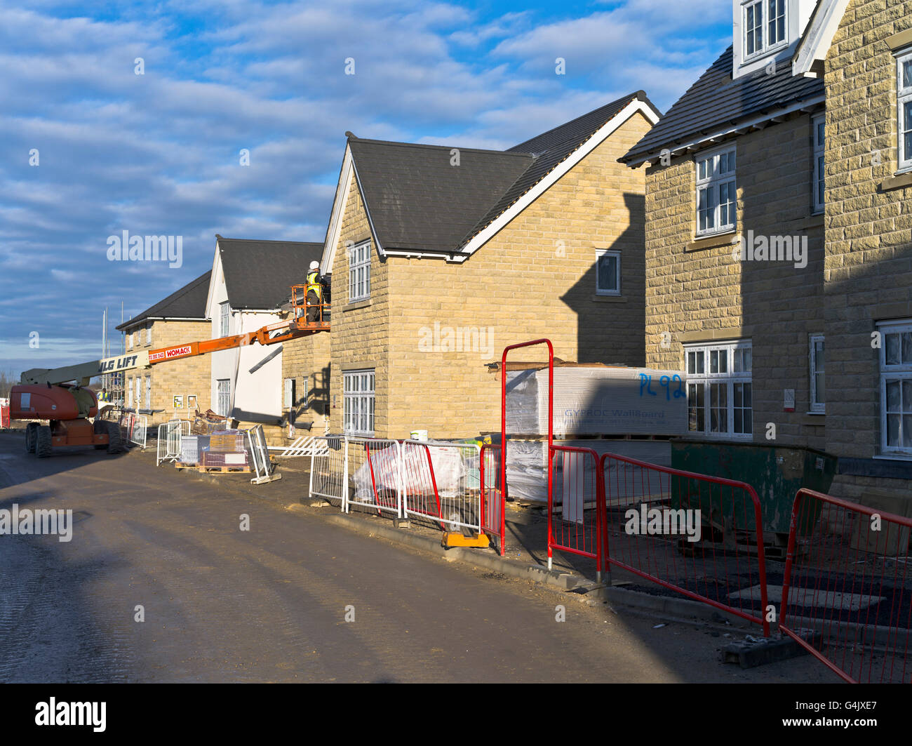 Dh REDROW HOMES UK England New Houses Uk Construction Site Building Worker Build  House