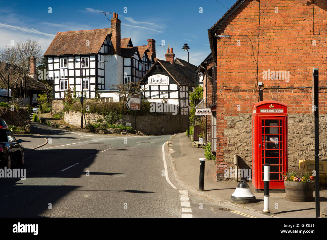 UK, England, Herefordshire, Pembridge, High Street, the New Inn and village phone box - Stock Image