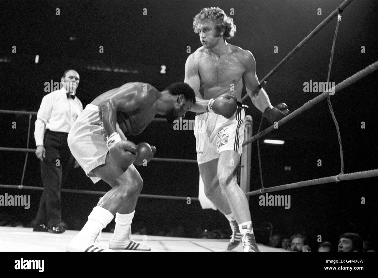 Boxing - Heavyweight - Joe Bugner v Joe Frazier - Earls Court Arena, London Stock Photo