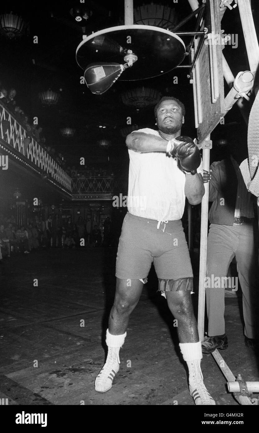 Boxing - Heavyweight - Joe Frazier v Joe Bugner - Joe Frazier Training - Empire, Leicester Square - Stock Image