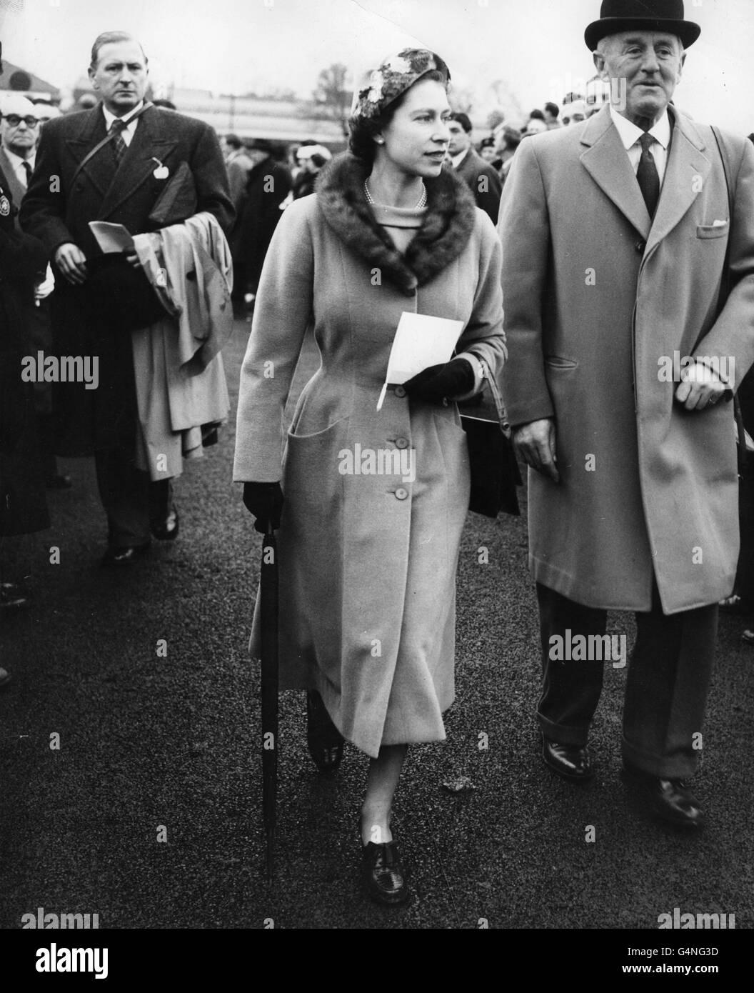 Horse Racing - Queen Elizabeth II - Hurst Park Racecourse Stock Photo