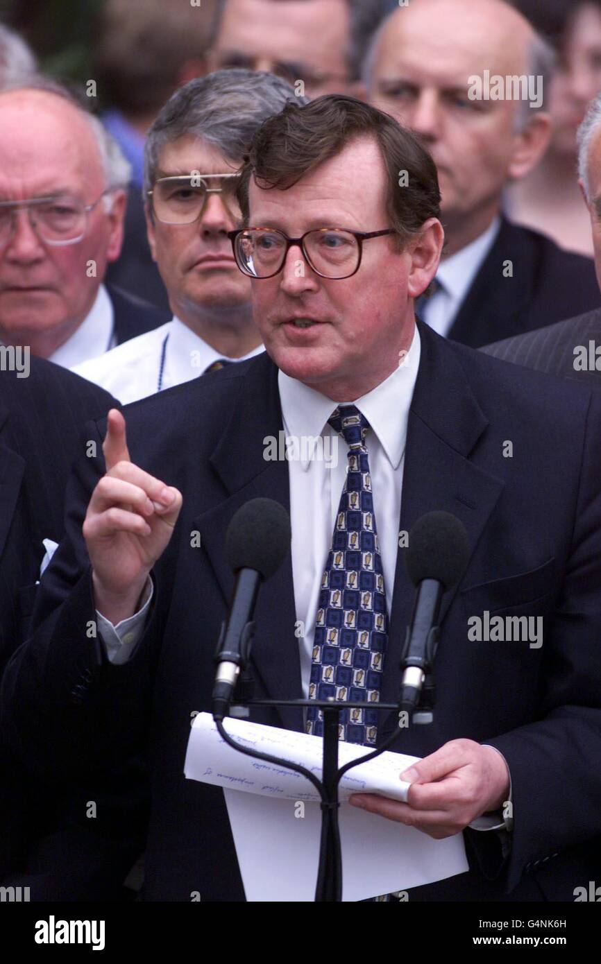 Ulster/Trimble talks to media - Stock Image