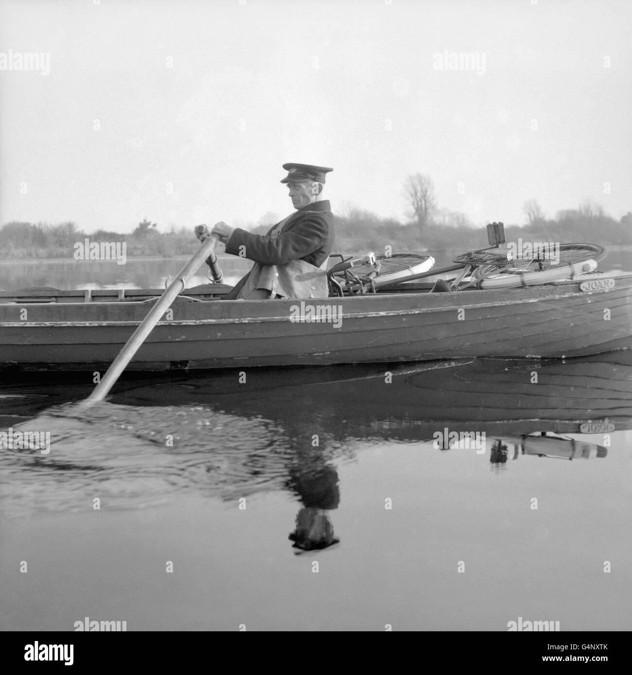 Northern Irish Postal Service - Boat Postman - Upper Lough Erne, County Fermanagh - Stock Image