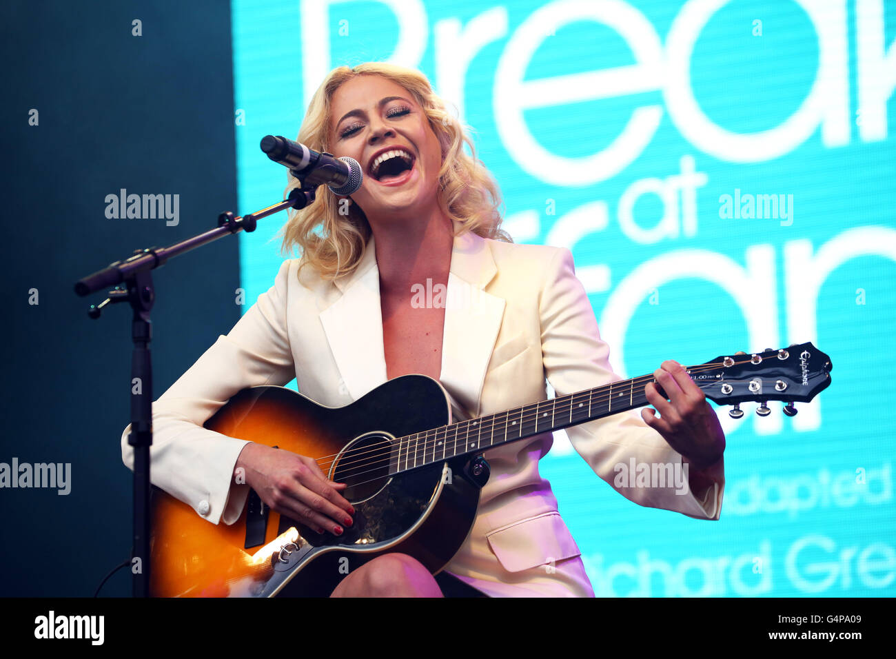 London, UK. 19th June 2016. Pixie Lott performing Moon River with her guitar in Breakfast at Tiffany's at West - Stock Image