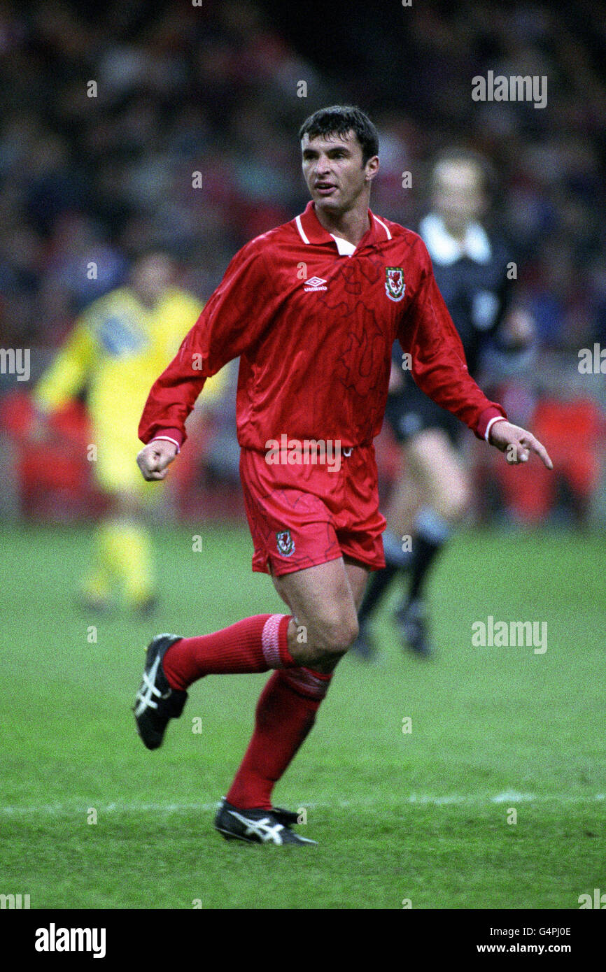 Soccer - World Cup USA 1994 Qualifier - Group Three - Wales v Romania - National Stadium - Stock Image