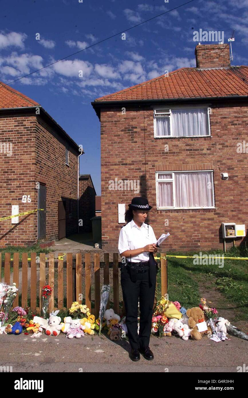 Police guard/Laura House - Stock Image
