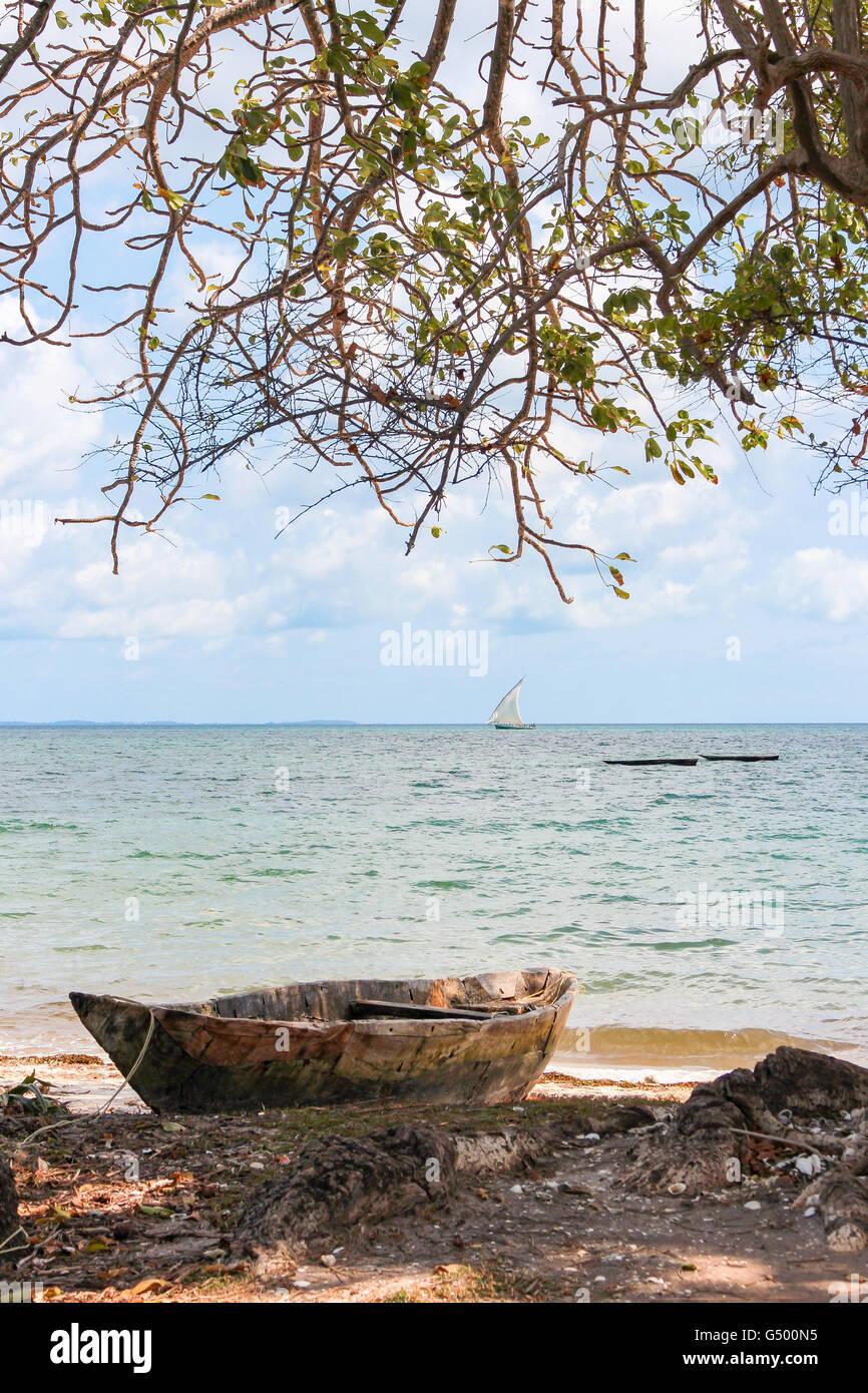 Tanzania, Zanzibar, Pemba Island, deserted beach, boat, weathered boat on the beach - Stock Image