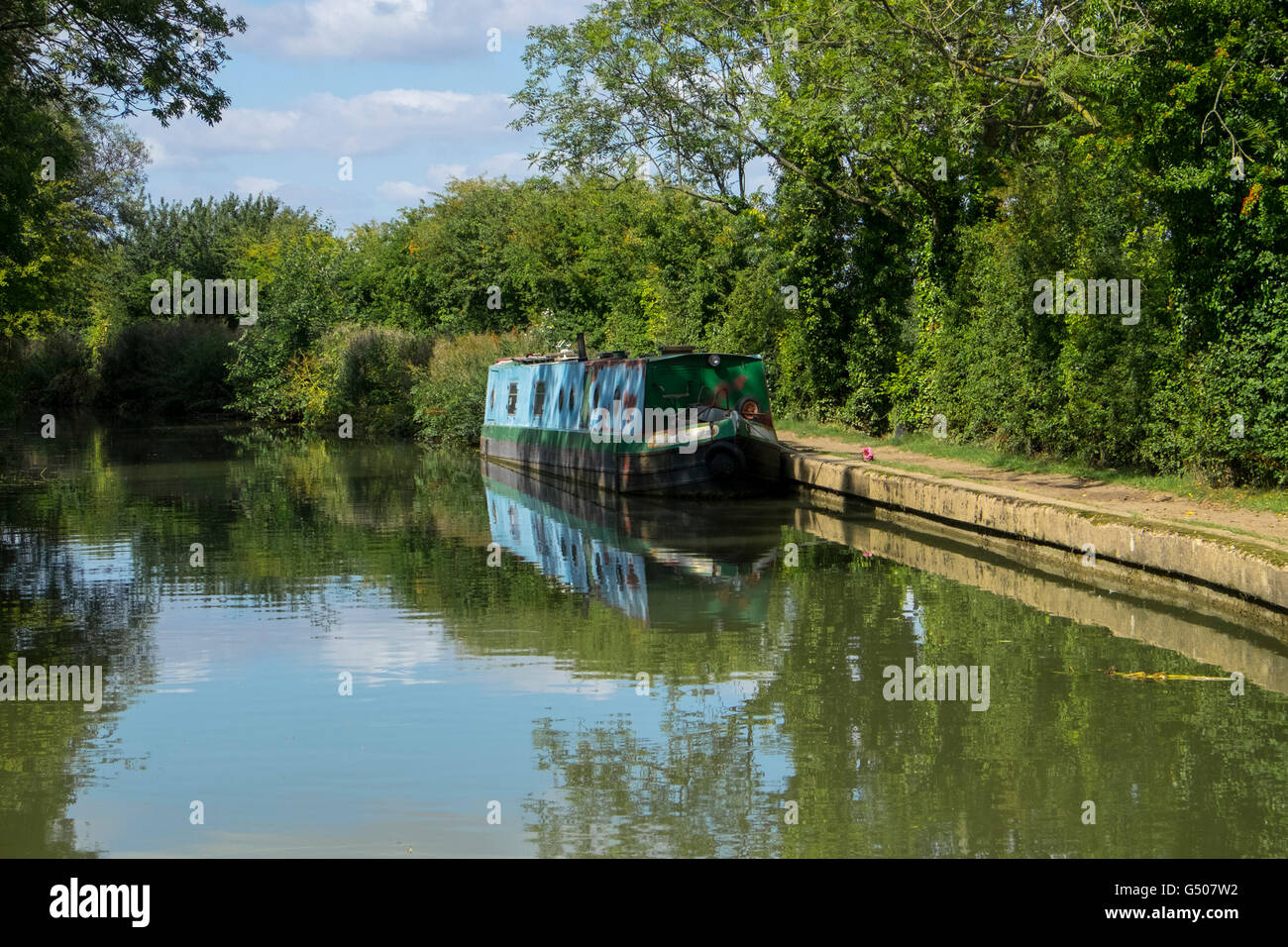 Canal boat on the Grand Union Canal in rural Leicestershire. - Stock Image