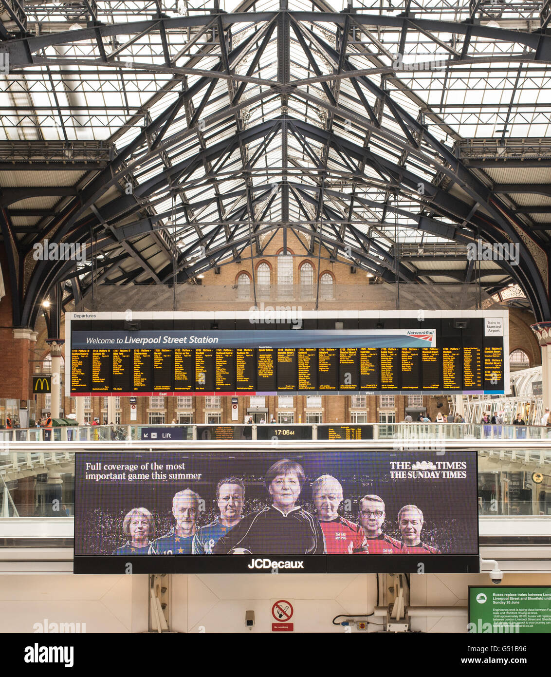 Add of 'The Times' on a digital billboard in Liverpool Street Station promoting the full coverage of the - Stock Image