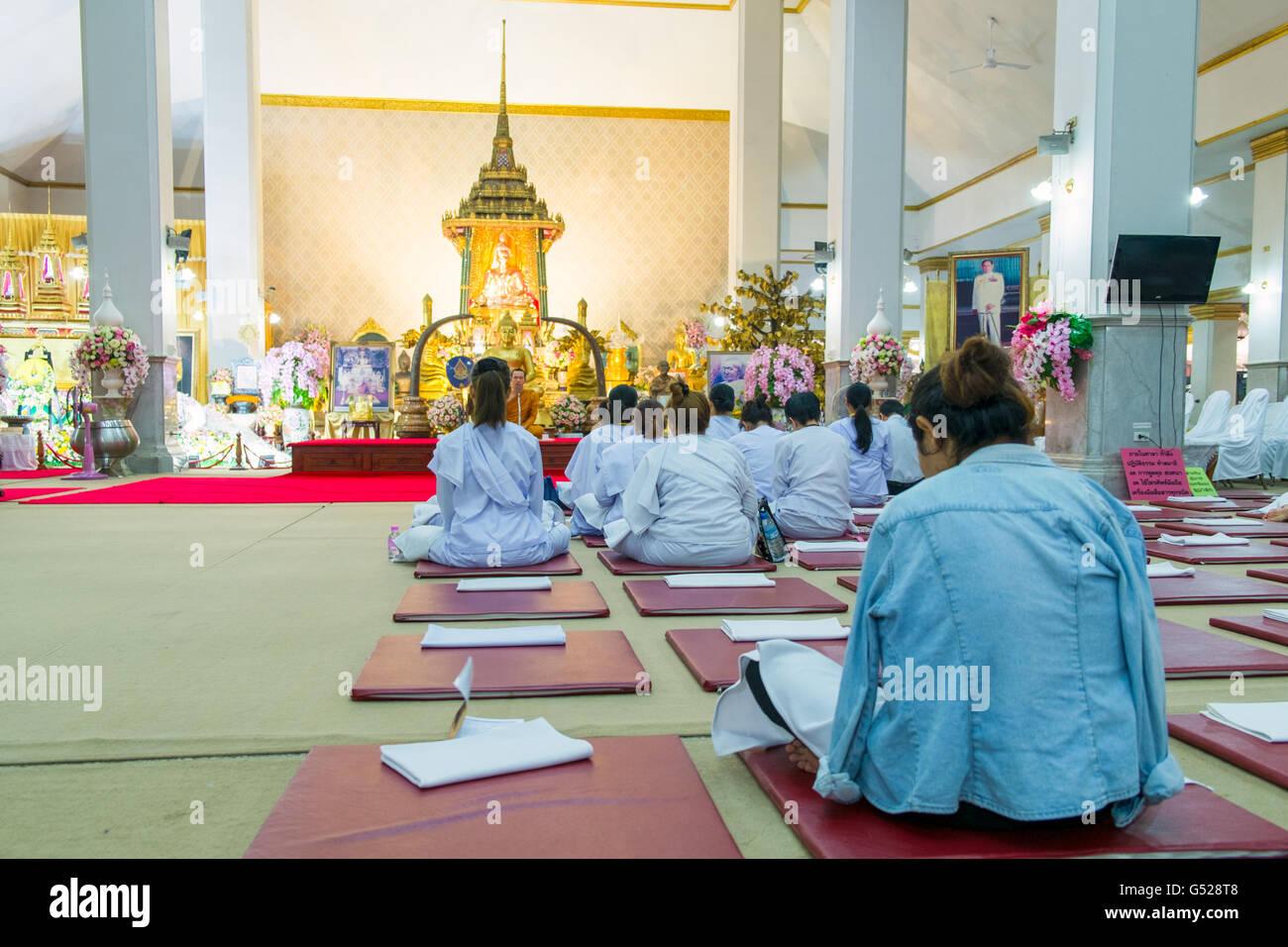 Vipassana meditation classes in Wat Pathumwanaram Ratchaworawihan temple - Stock Image