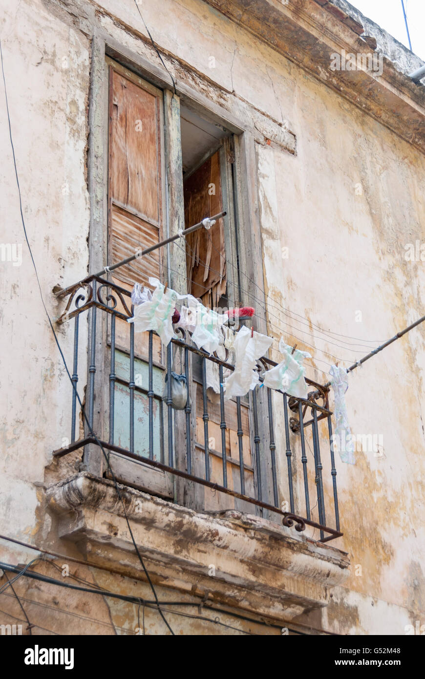 Cuba, Havana, Freshly washed disposable diapers on the clothesline on a balcony in the streets of Havana - Stock Image