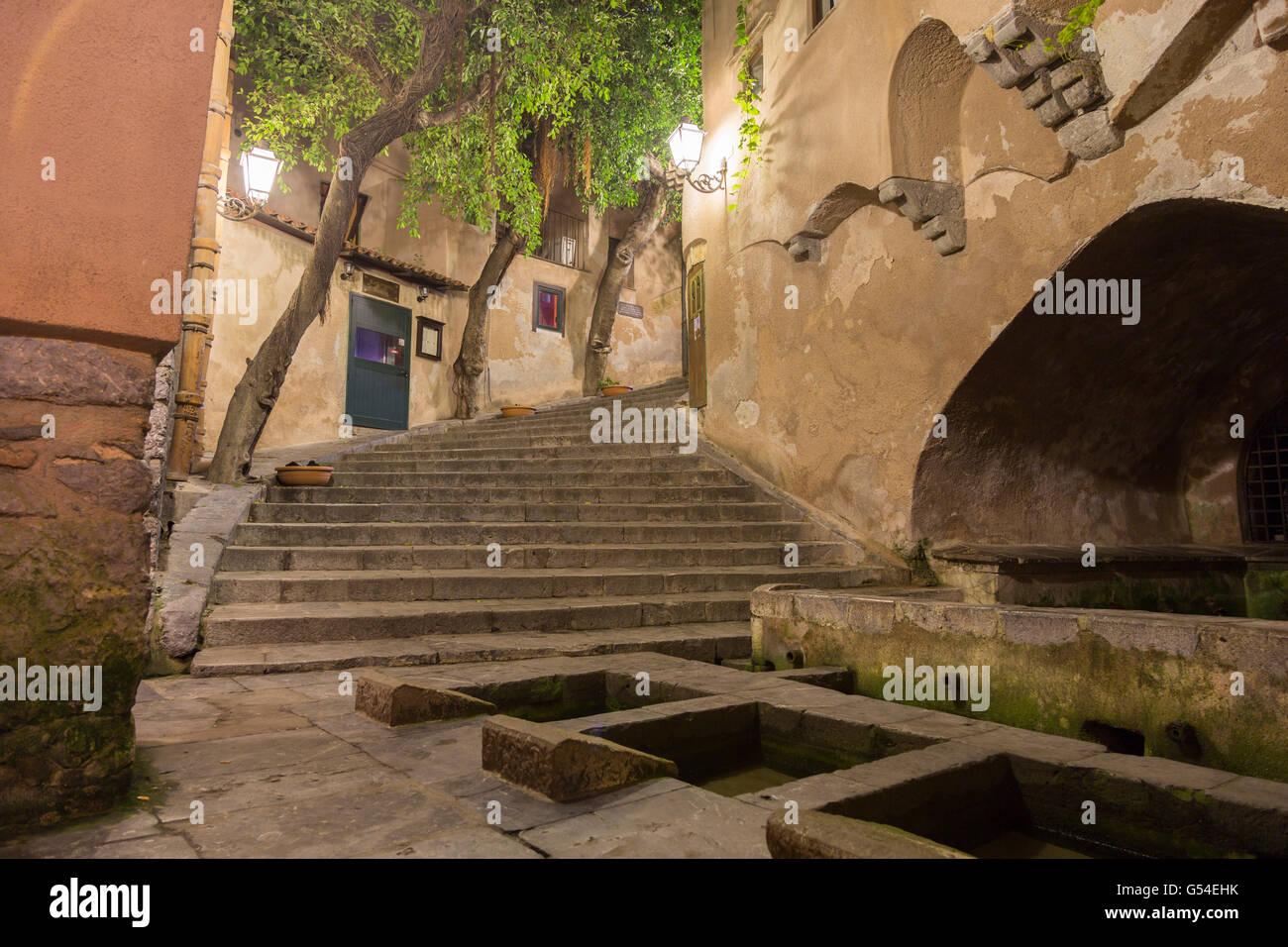 In der Nähe des Fischerhafens liegt das Lavatoio medievale, ein öffentlicher Waschplatz aus dem Mittelalter, - Stock Image
