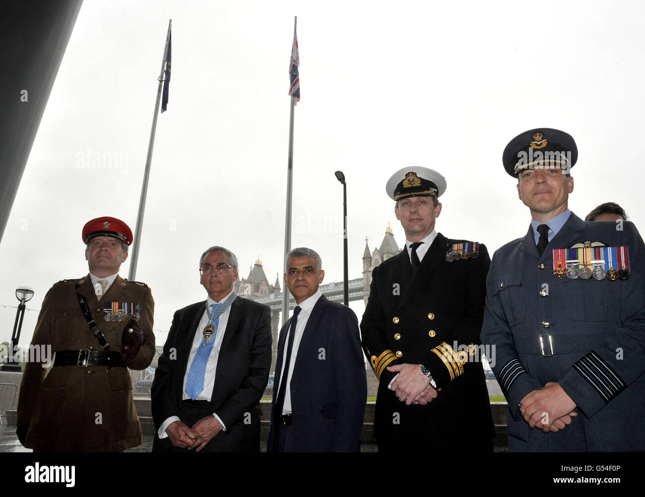 Mayor of London Sadiq Khan (centre) stands with Chairman of the London Assembly Tony Arbour (second left) and members - Stock Image