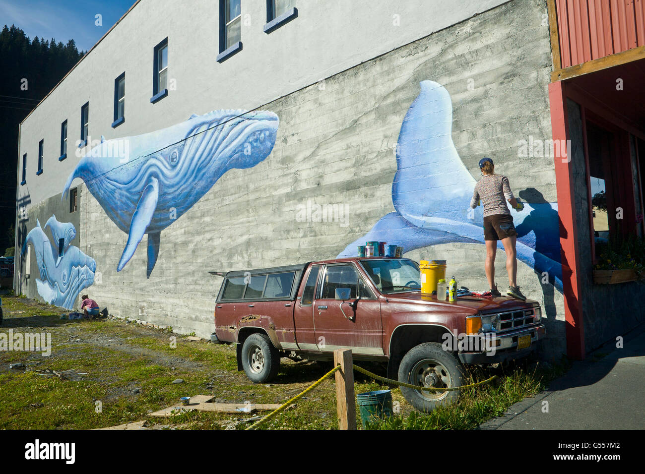 Artist Justine Pechuzal painting her mural 'Sea-ward Bound' depicting  humpback whales (Megaptera novaeangliae), - Stock Image