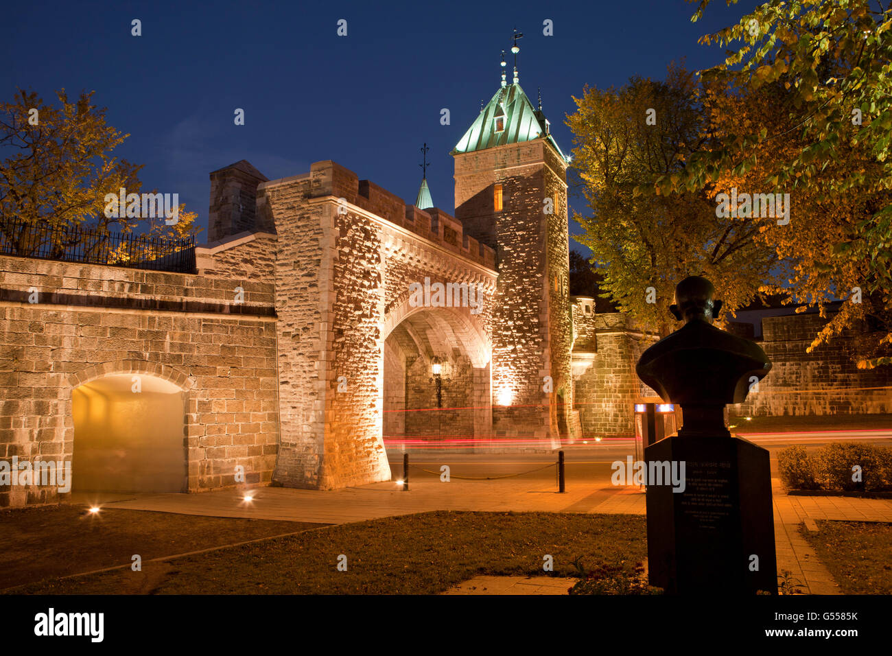 Canada, Quebec City, Old Quebec, tower and gate in city wall, 'Porte St. Louis' over Rue Saint-Louis, with - Stock Image