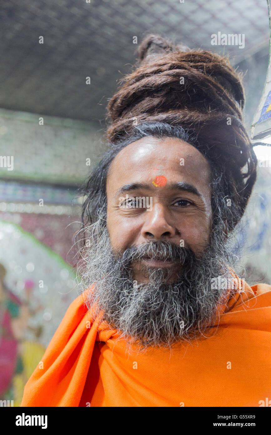 Sadhu ist im Hinduismus ein Oberbegriff für jene, die sich einem religiösen, teilweise streng asketischen - Stock Image