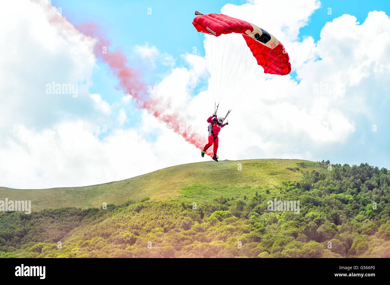 The British Army's Parachute Regiment display team the Red Devils performing at the Three Counties Show - Stock Image