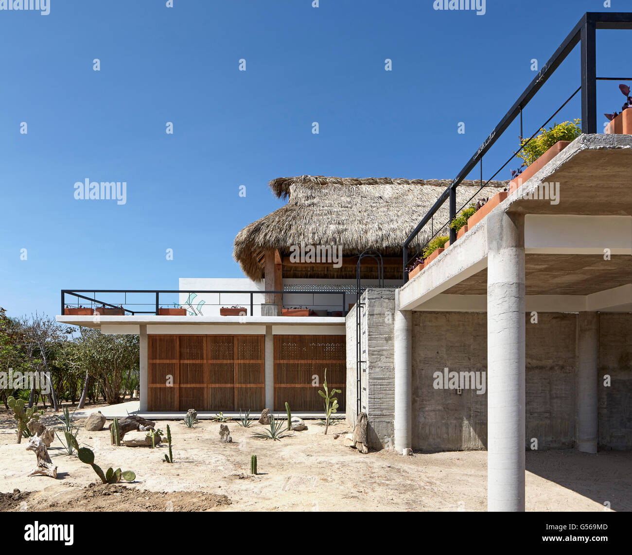 Overall exterior view from side. Casa Cal, Puerto Escondido, Mexico. Architect: BAAQ, 2015. - Stock Image
