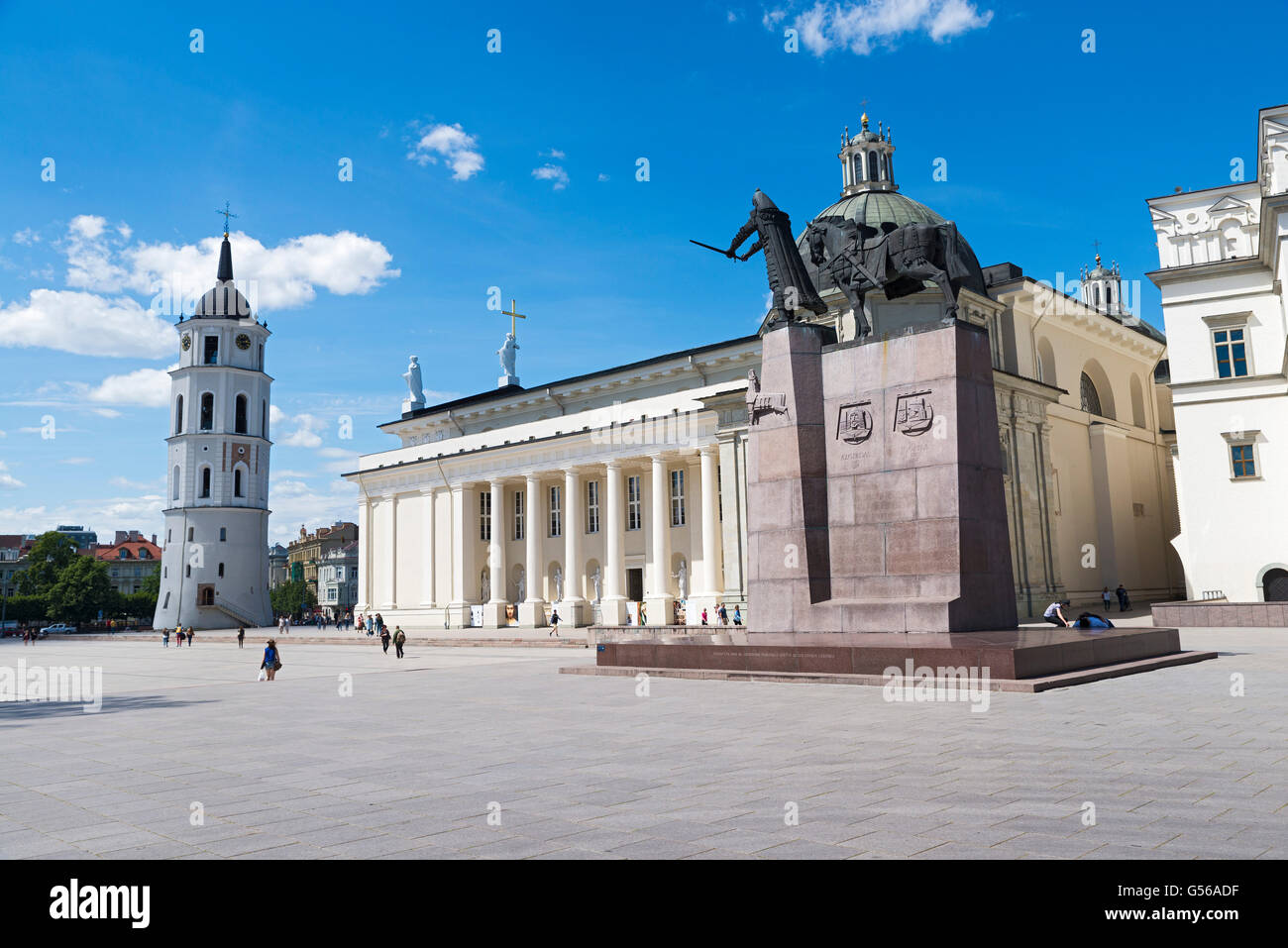 People at the Cathedral Square near the Cathedral of Vilnius - Stock Image