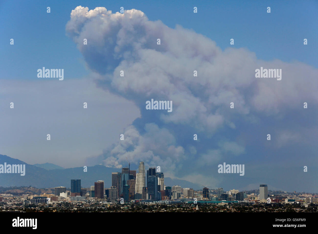 Los Angeles, California, USA. 20th June, 2016. Smoke is seen in the San Gabriel Mountains as two fires burn during - Stock Image