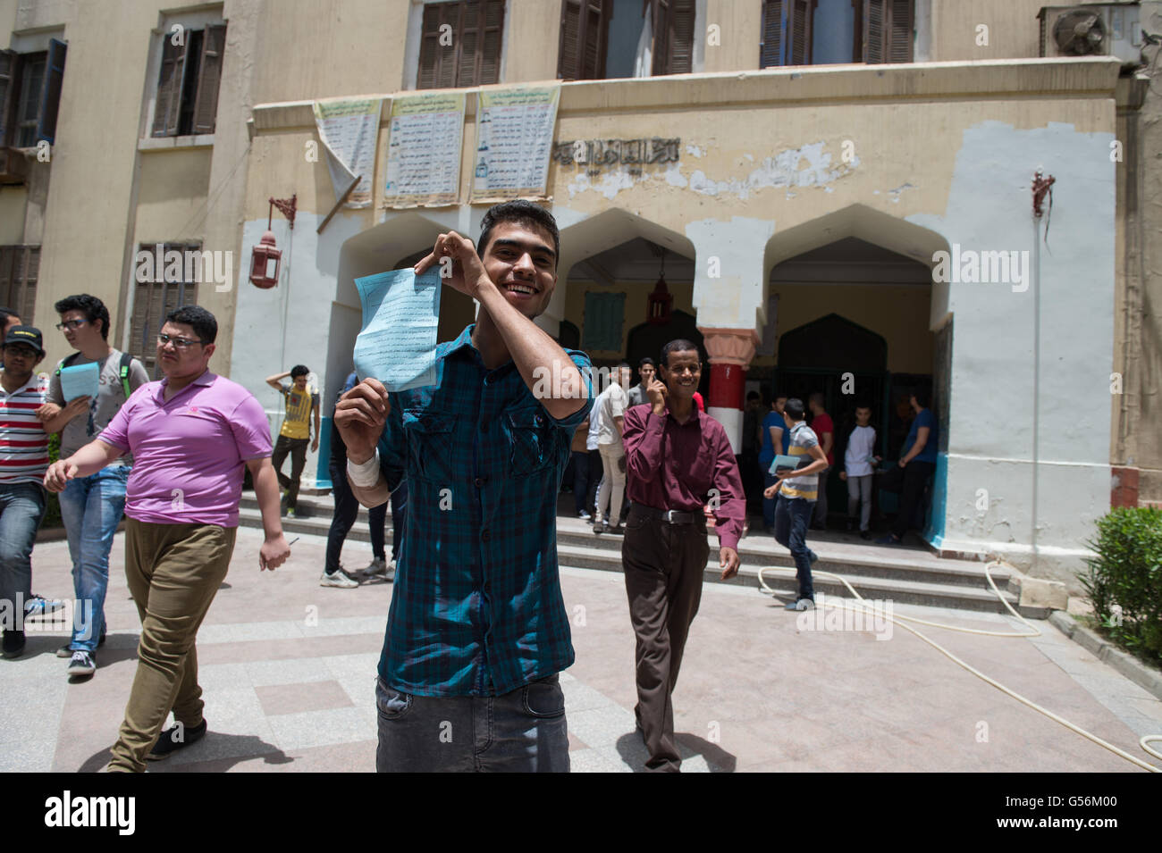 Cairo, Egypt. 21st June, 2016. Egyptian students leave a high school exams site in Cairo, Egypt, June 21, 2016. - Stock Image