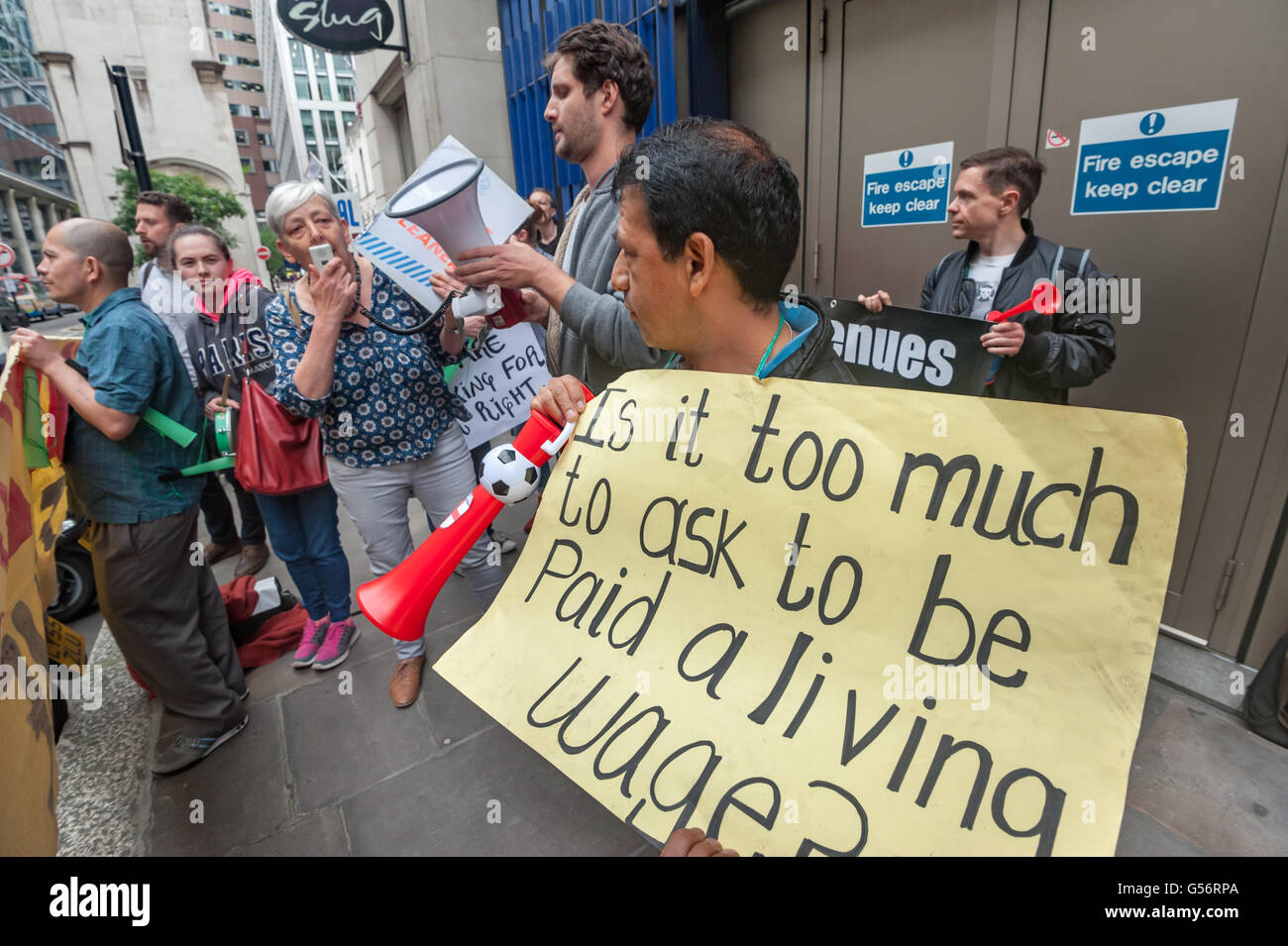 London, UK. June 21th, 2016. Candy Udwin, aPCS rep who led theiir strike at the Ntional Gallery, speaks at the rally Stock Photo