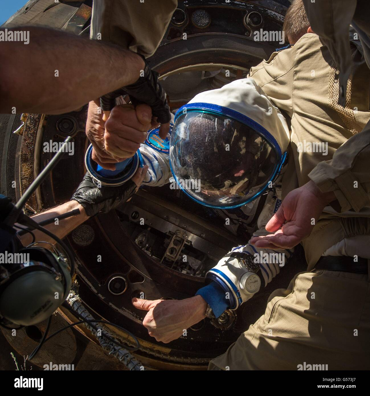 International Space Station Expedition 47 crew member American astronaut Tim Kopra is helped out from the Russian - Stock Image