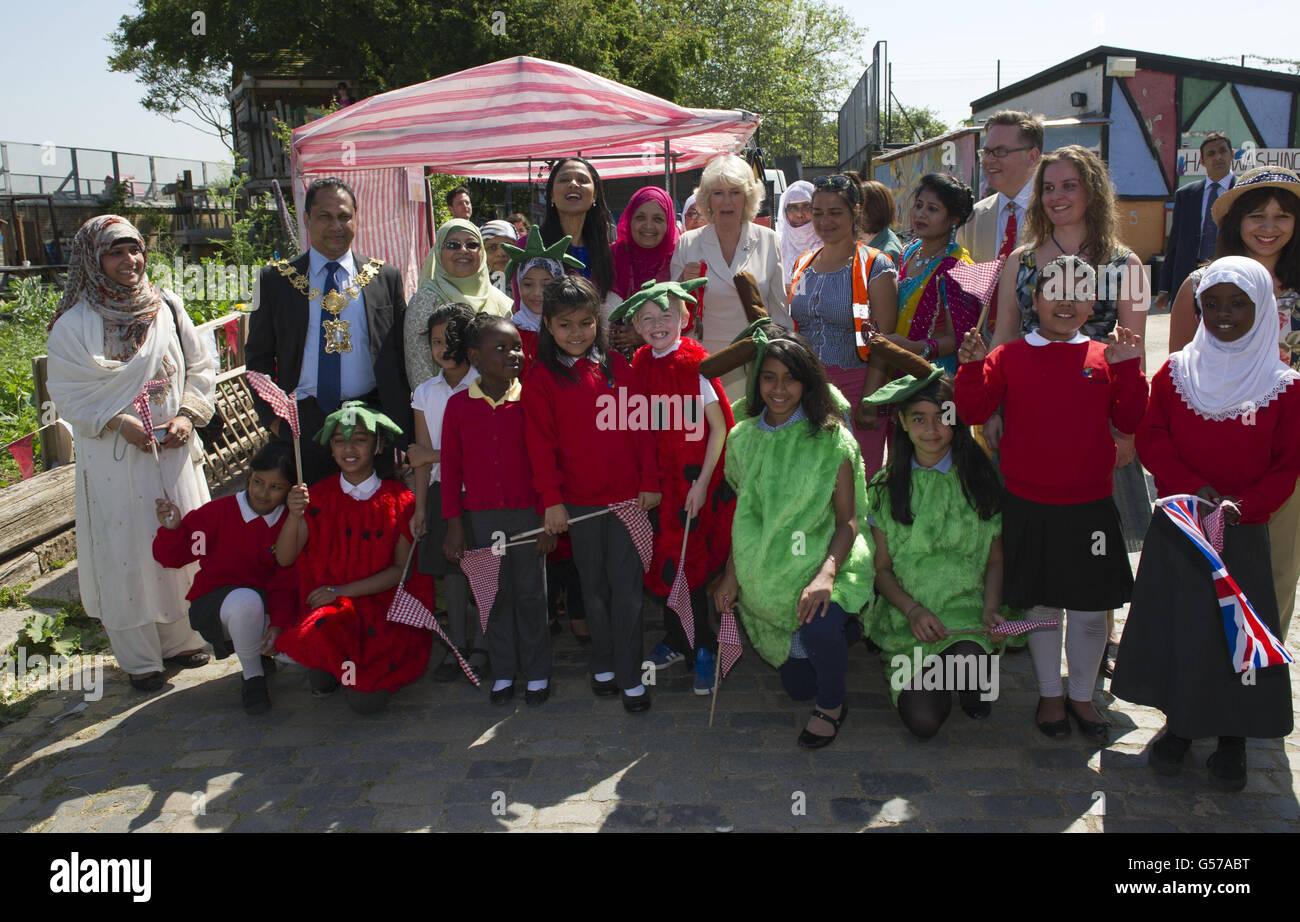 Camilla tours Chelsea Fringe Festival gardens - Stock Image