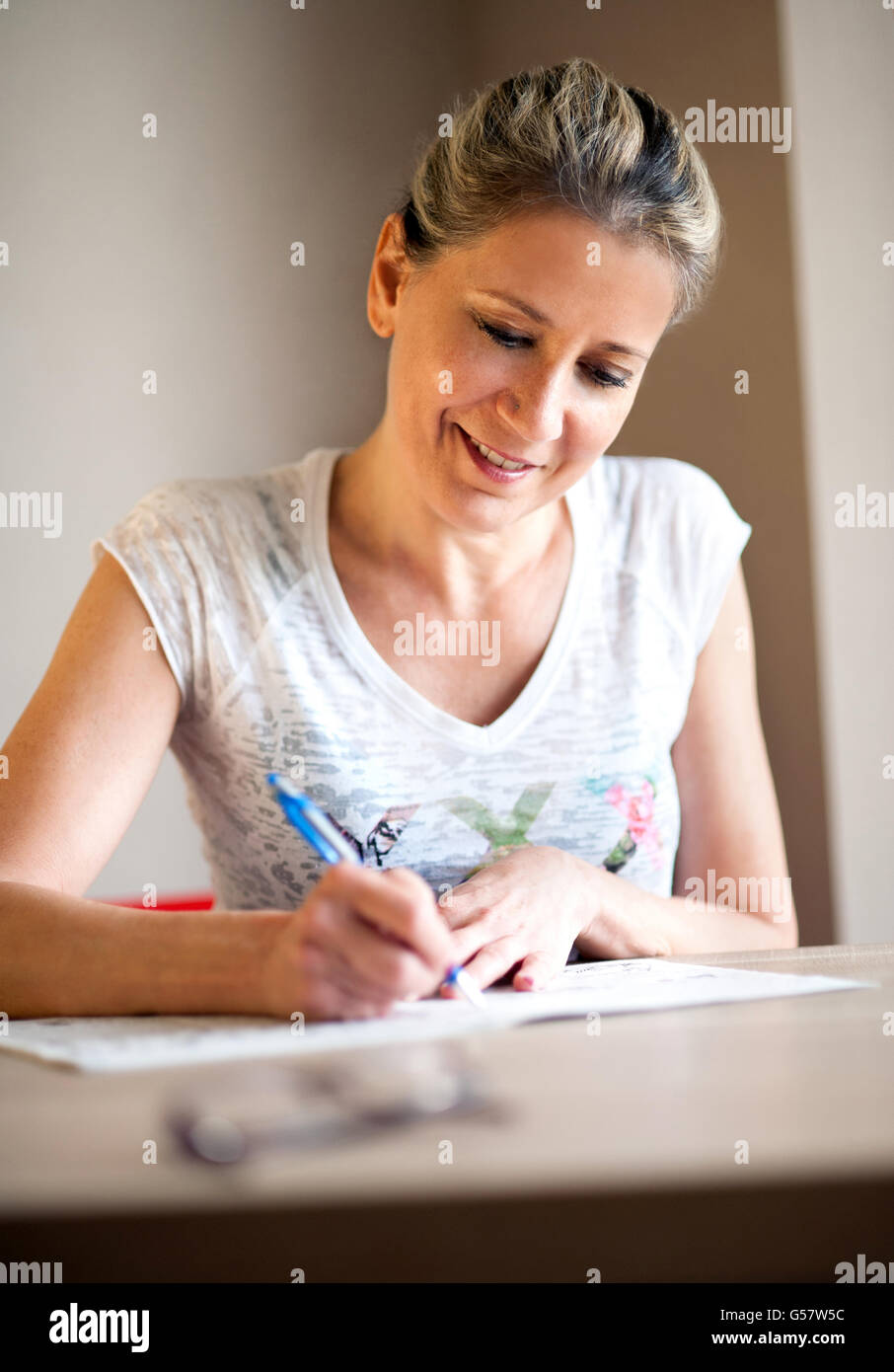 filling out form woman stock photos & filling out form woman stock