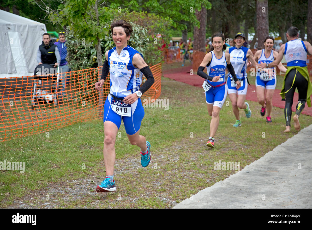 Team of runners women competing in Triathlon of Mimizam France - Stock Image