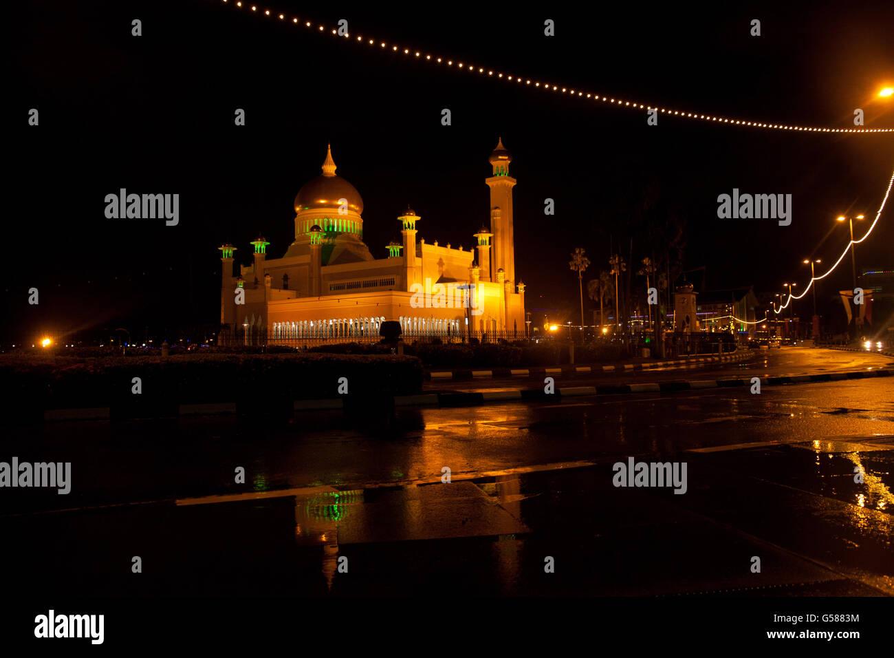 Sultan Omar Ali Saifuddin Mosque and Street - Stock Image