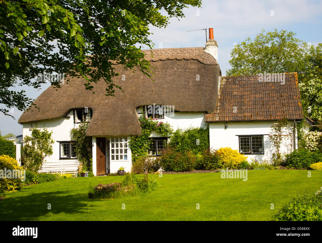Pretty historic thatched cottage and garden, Cherhill, Wiltshire, England, UK - Stock Image