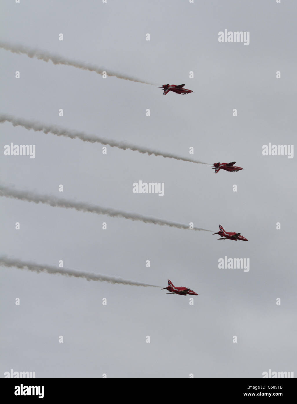 RAF Aerobatic Display Team, The Red Arrows - Reds mirroring - Stock Image