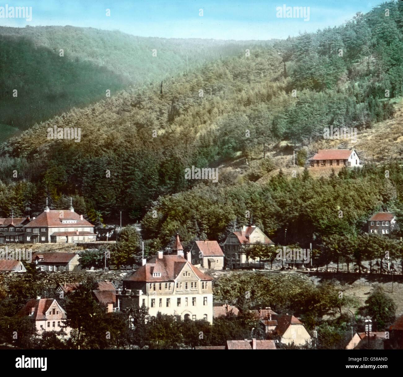 An die schönsten Gegenden im Harz und Thüringen erinnert Fredeburg, malerisch im Leißetal zwischen - Stock Image