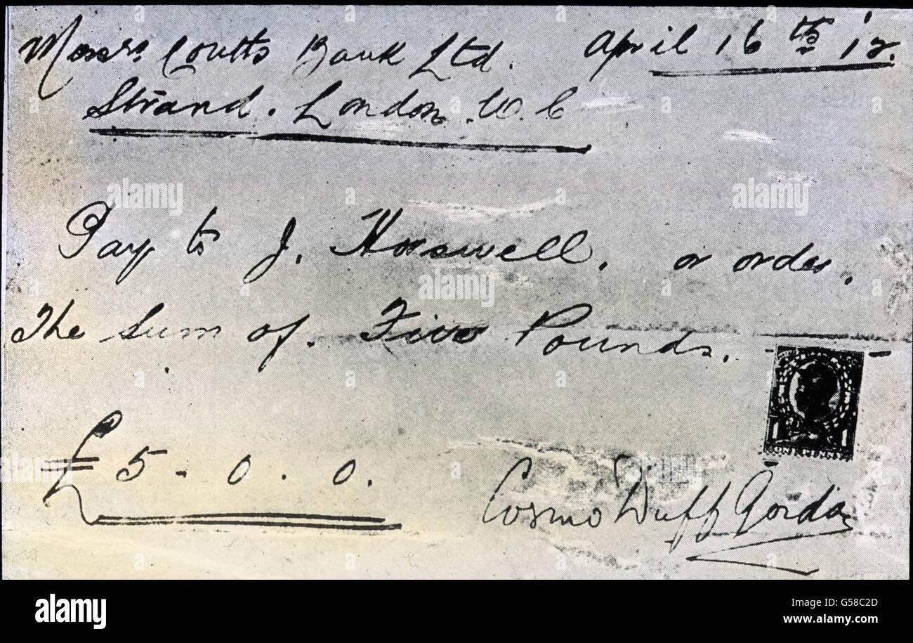 Ein Scheck über 5 Pfund Sterling mit dem der Tennisspieler Sir Cosmo Duff Gordon (1862-1930) den Mannschaftsmitgliedern Stock Photo