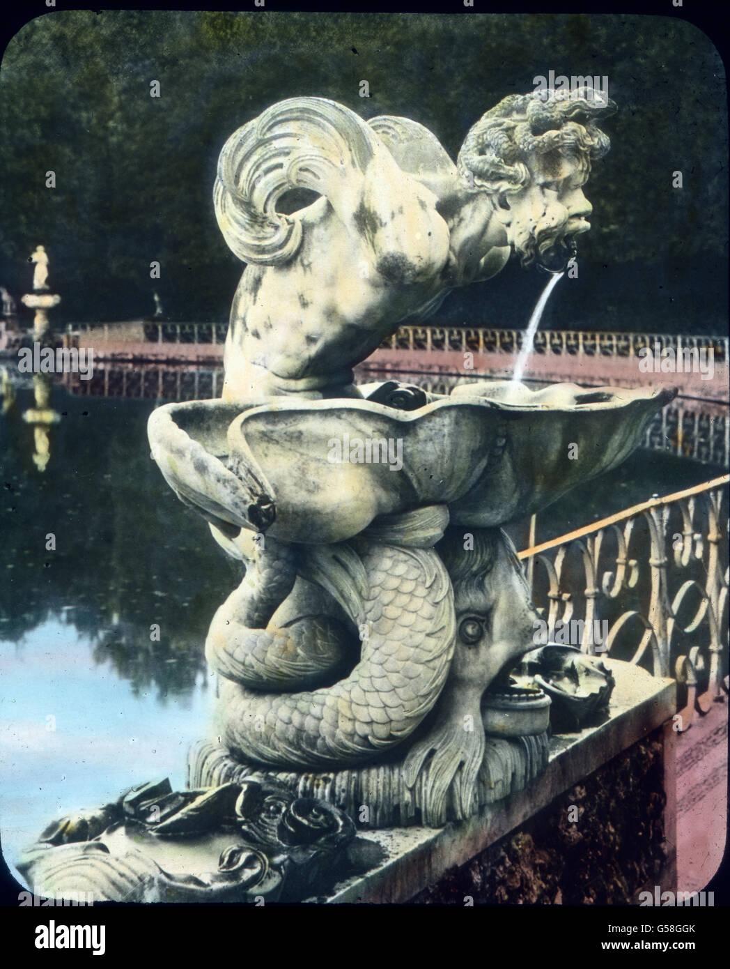 Mit einer Wiedergabe dieser kunstvollen und witzigen Brunnenfigur, die im Garten des Bargello steht, beschließen - Stock Image