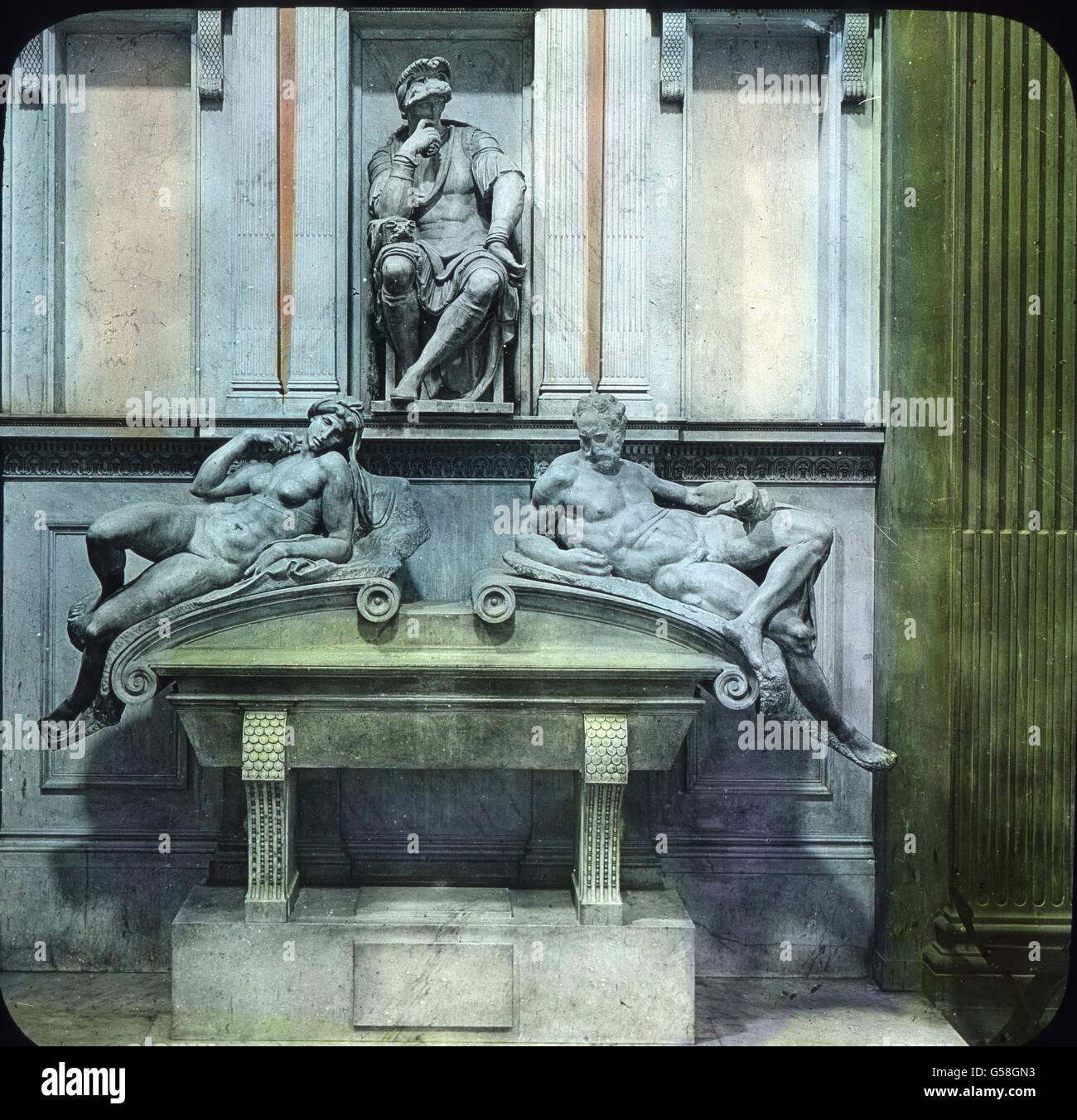 Im Norden der Stadt liegt die alte Kirohe San Lorenzo, die noch vom hl. Ambrosius geweiht ist. In dieser Kirche - Stock Image