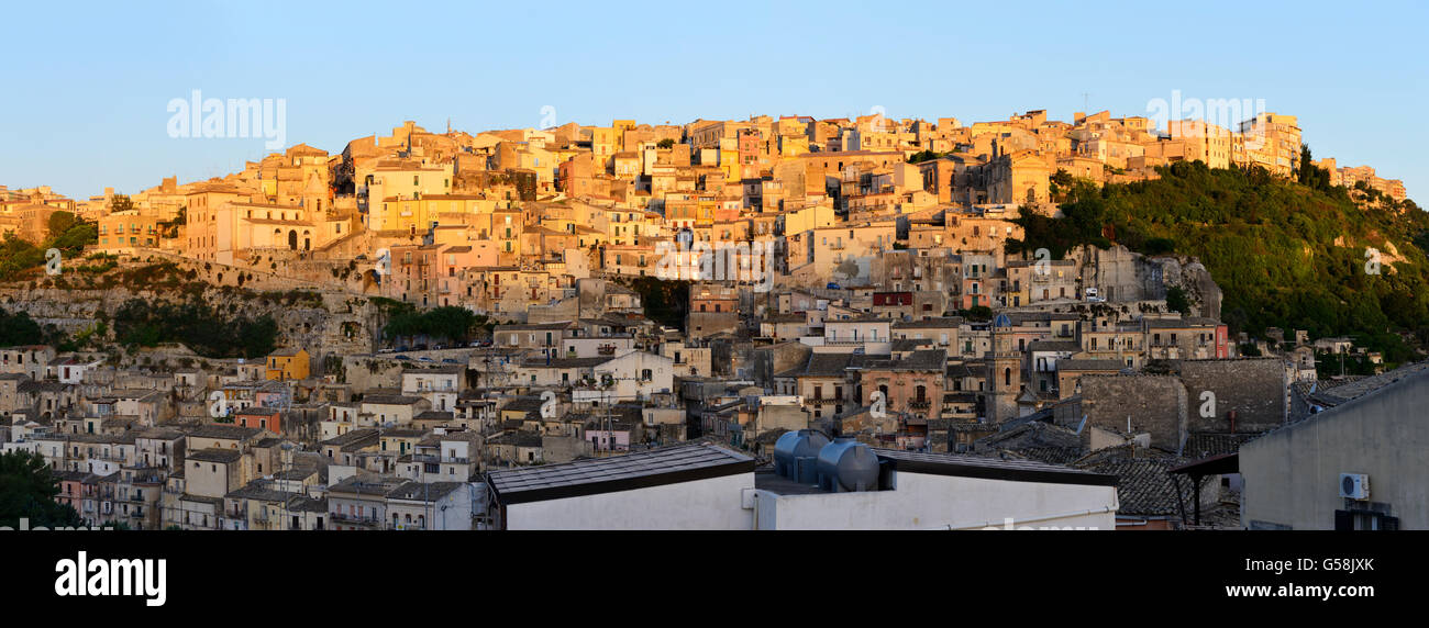 Panoramic view of Ragusa Superiore (Upper Town) at sunrise - Ragusa, Sicily, Italy - Stock Image