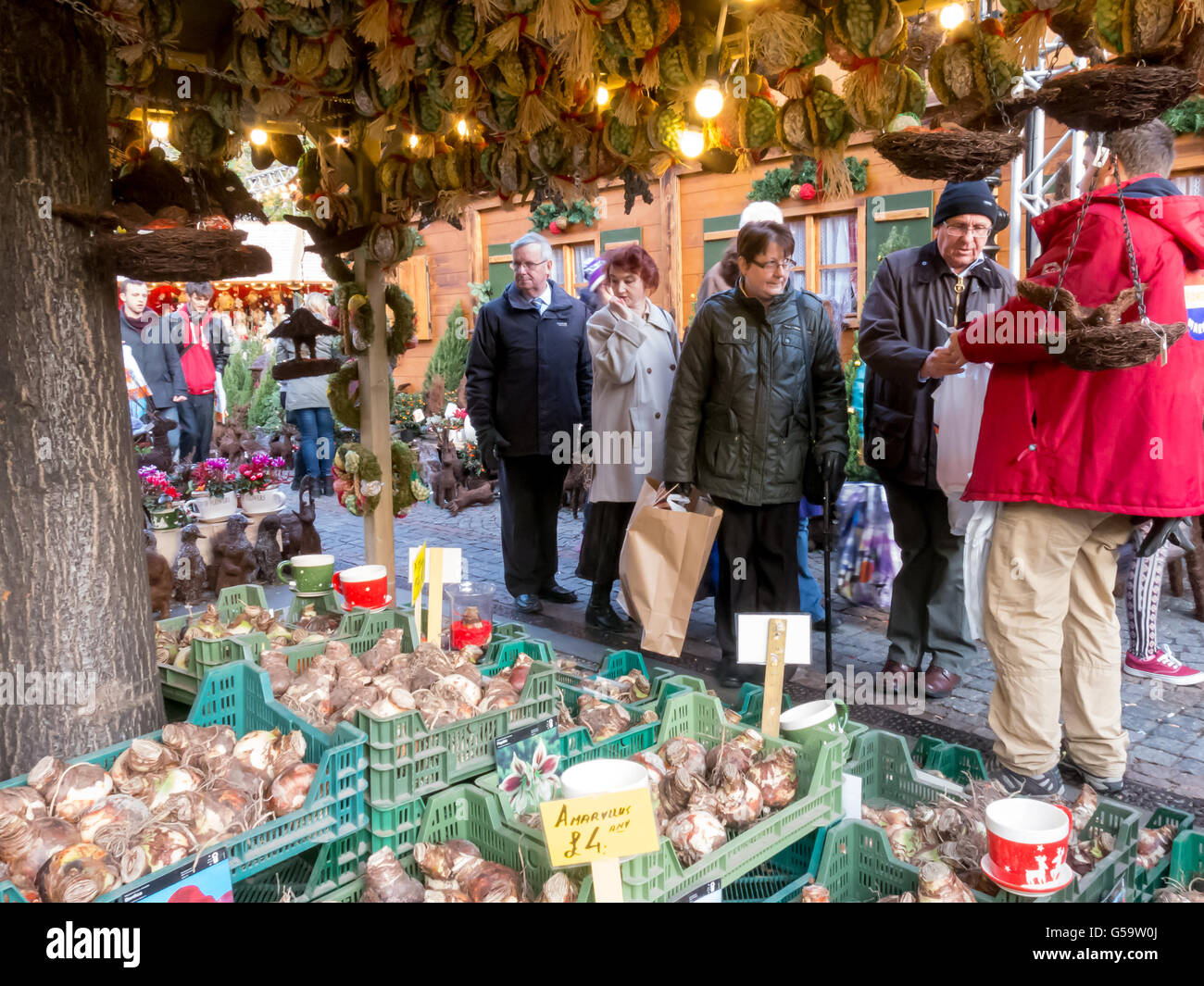 Christmas shopping on Albert Square, Manchester Xmas Markets, Manchester, England, UK - Stock Image