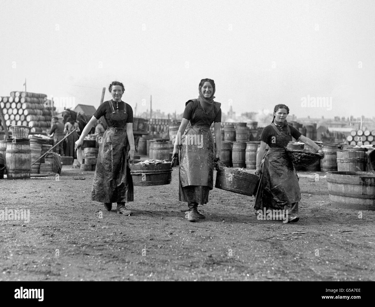 British Industry - Fishing - Herring Packing - Lowestoft - 1911 - Stock Image