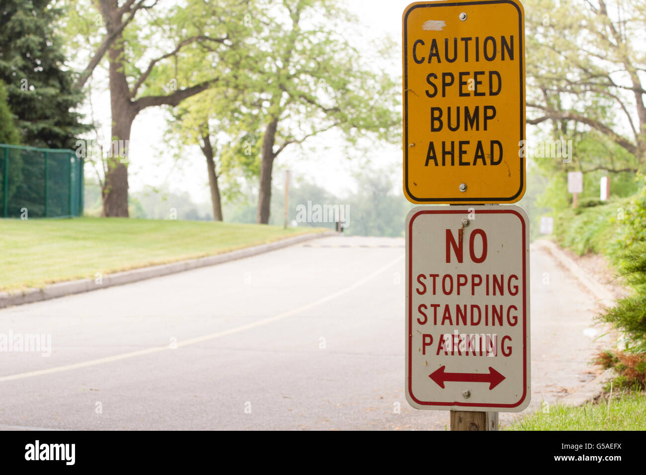 Speed Bump Ahead, No Stopping, No Standing, No Parking Sign - Stock Image