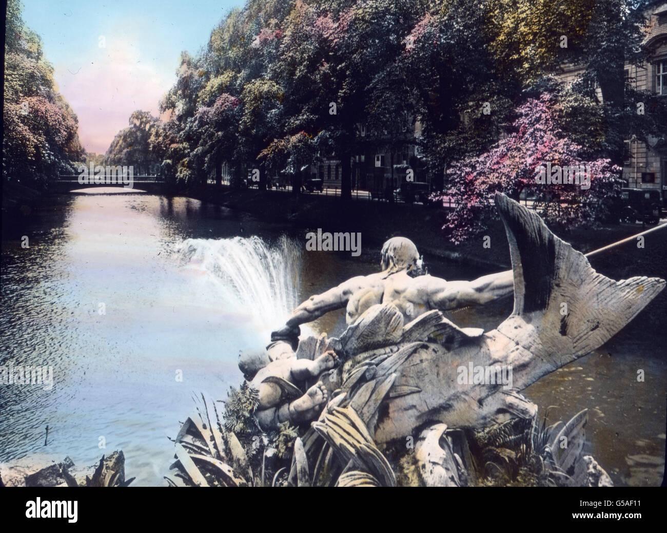 Am Niederrhein liegt das große, elegante Düsseldorf, einer der modernsten Städte Deutschlands, in der aber doch Stock Photo